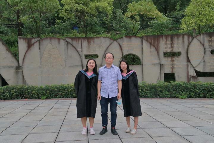致刚毕业进入社会的大学生1.jpg