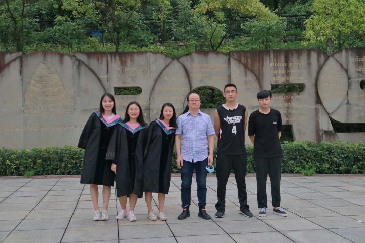 致刚毕业进入社会的大学生3.jpg