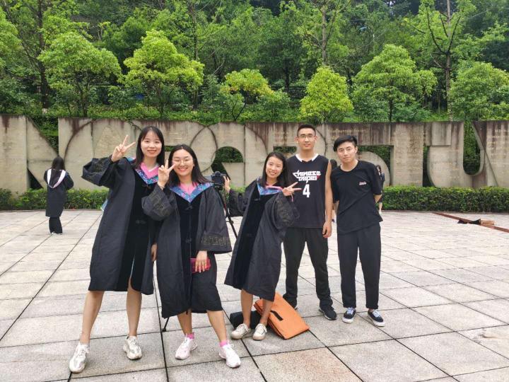 致刚毕业进入社会的大学生2.jpg