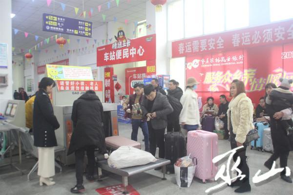 旅客的行李接受三品检查。.JPG