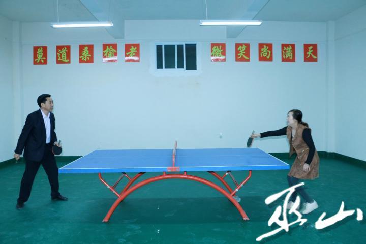 乒乓球对战.jpg