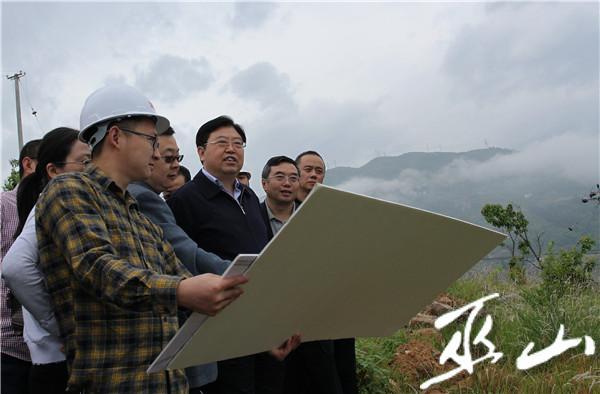 李春奎调研县城新区早阳组团建设。卢先庆摄.JPG
