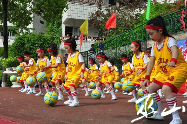 舞蹈《篮球宝贝》。.JPG