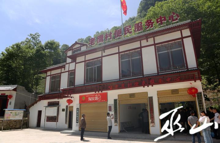 新建的老鹰村便民服务中心。卢先庆摄.JPG