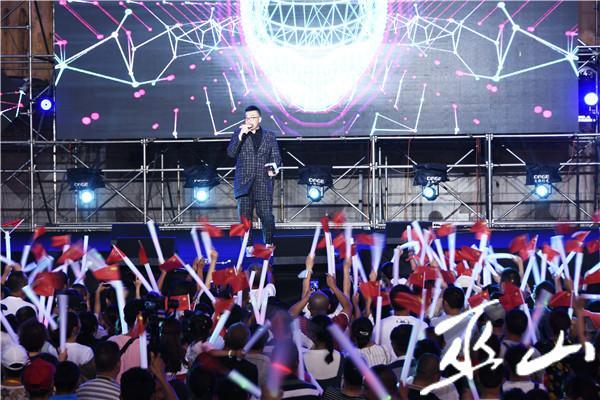 劉溪演唱《心跳》。.JPG
