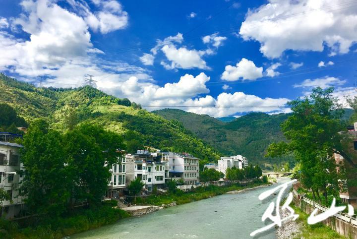 美丽的平河。卢先庆摄.jpg