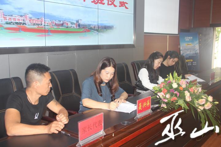 签订协议。.JPG
