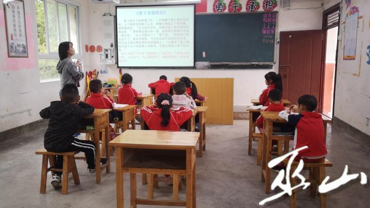 龙泉小学多形式开展学生诚信教育二年级.jpg