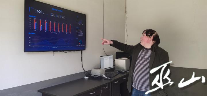 通过监控设备和监测设备实时查看蜜柚园内情况 (3).jpg