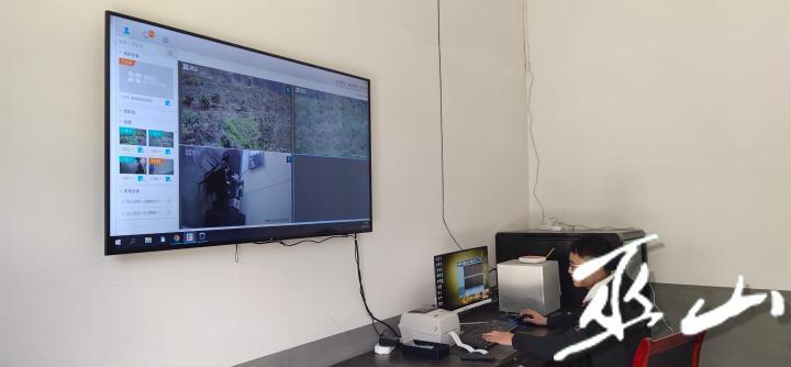 通过监控设备和监测设备实时查看蜜柚园内情况 (2).jpg