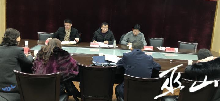 农工党巫山支委主委聂必红(中)作动员讲话。.jpg