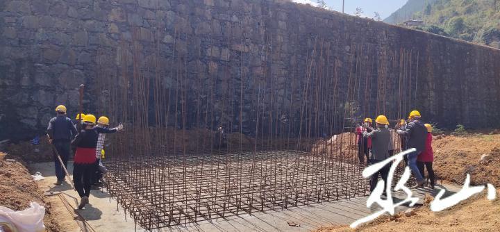 工人们正在施工.jpg